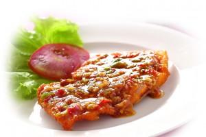 เนื้อปลากะพงราดพริก